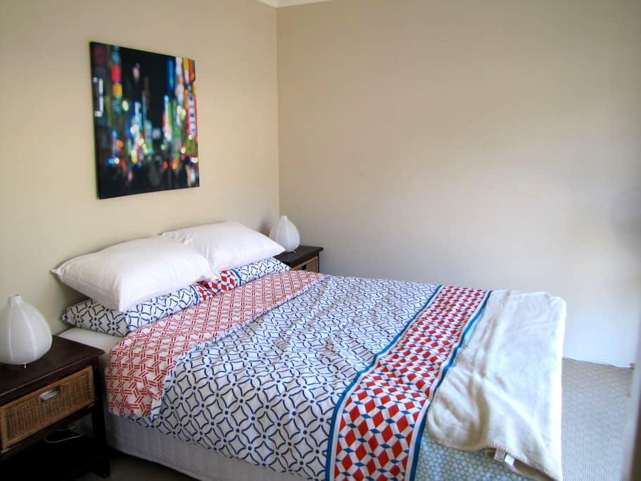 Queen room with private bathroom - Healesville - Casa