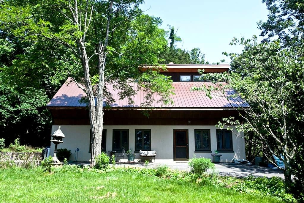 Treasure Cottage is warm and cozy - Natural Bridge Station - Cabaña