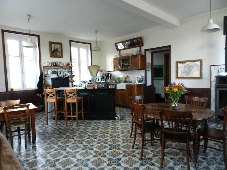 Chambre  dans un ancien hôtel 1900 - Simandre - Gästehaus