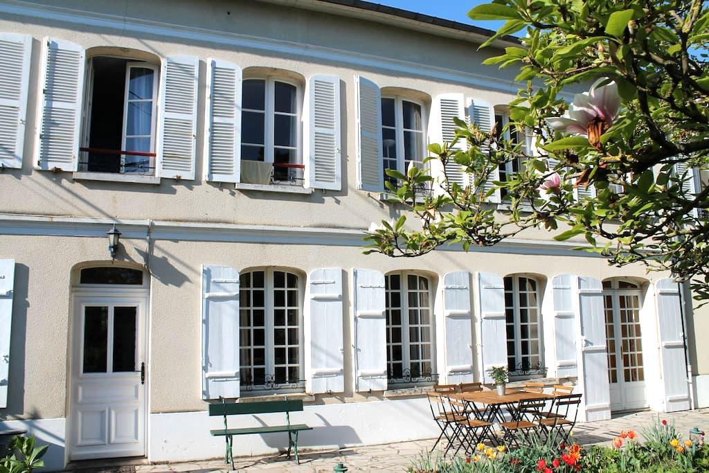 Chambre double dans maison de charme ancienne - Saint-Étienne-du-Vauvray - บ้าน