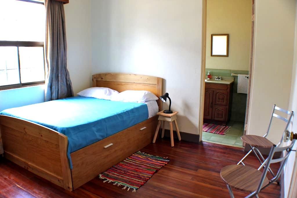 Private room w/ bathroom ensuite at Isha Hostel - San Pedro - Guesthouse