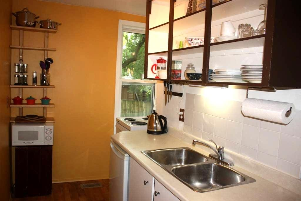 Charming & Cozy Studio Apt. in Uptown Waterloo - Waterloo - Apartemen