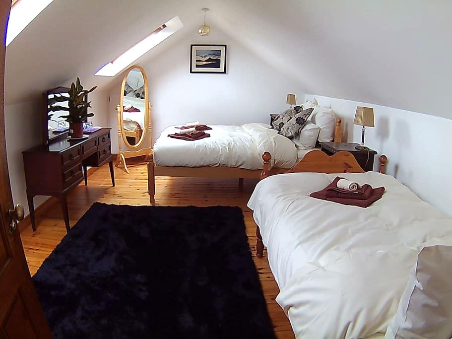 Rise & Shine Double & Single bed, Private Bathroom - Westport - Bed & Breakfast