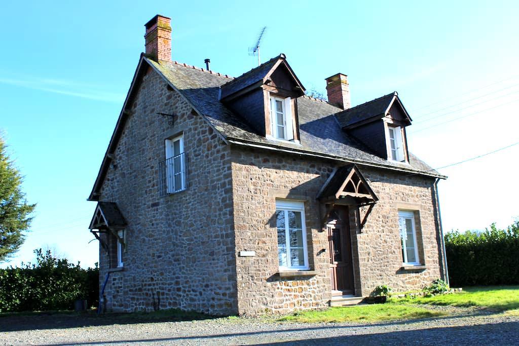 Charmante petite maison vue haras - Saint-Pierre-des-Landes - บ้าน