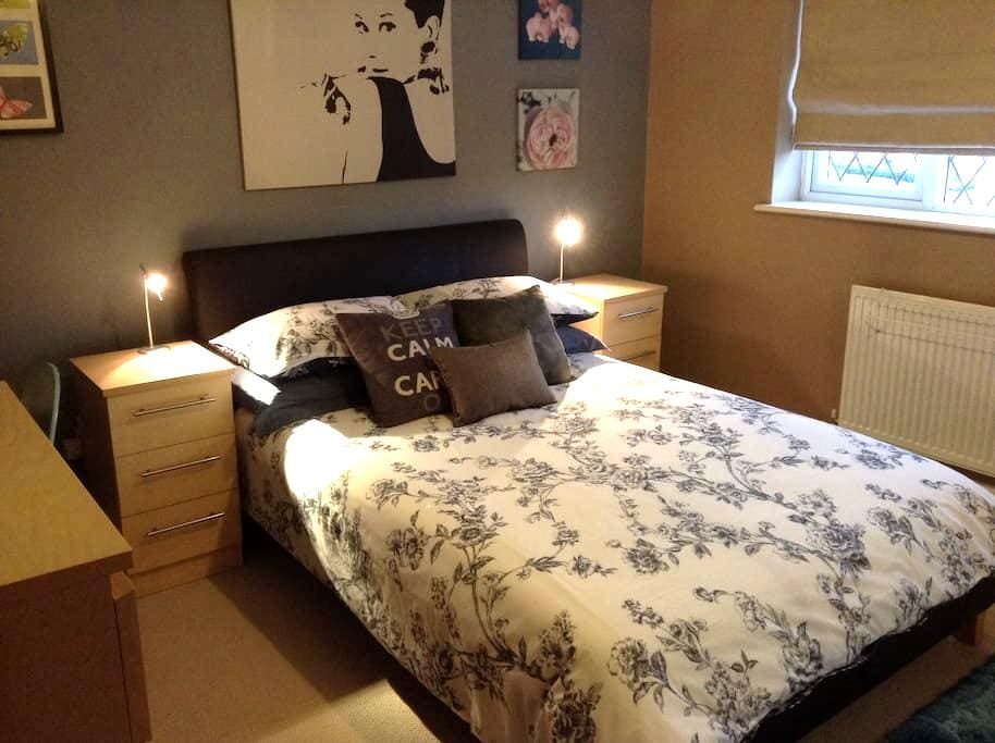 Lovely double room - Birkenhead - Hus