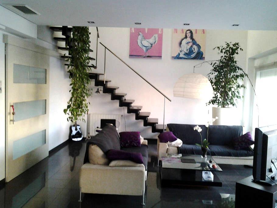 Loft grande, cómodo y luminoso - Turís - Loft-asunto