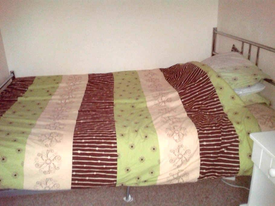 Clean room close to town centre and hospital - Dorchester - Hus