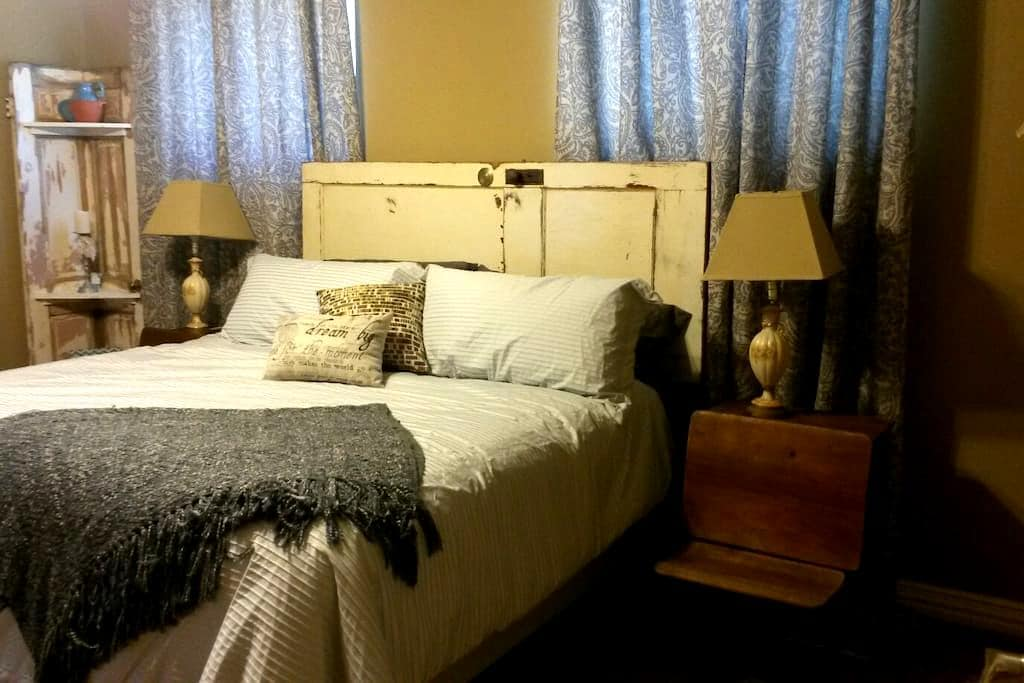 Bed & Breakfast Located above Sugar Ridge Winery - Sanger