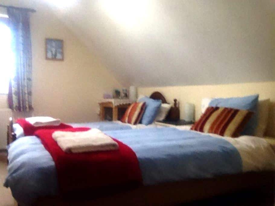 Twin/double large bathroom, parking - Shefford