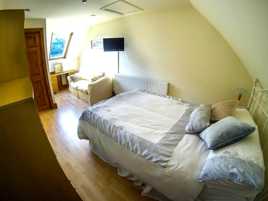 Ensuite B&B with private entrance  - Abergavenny - Oda + Kahvaltı