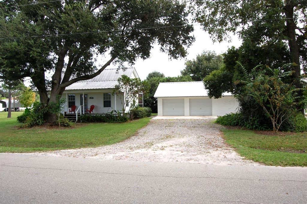 Cottage Home Close to Lake Rosalie - Lake Wales - House