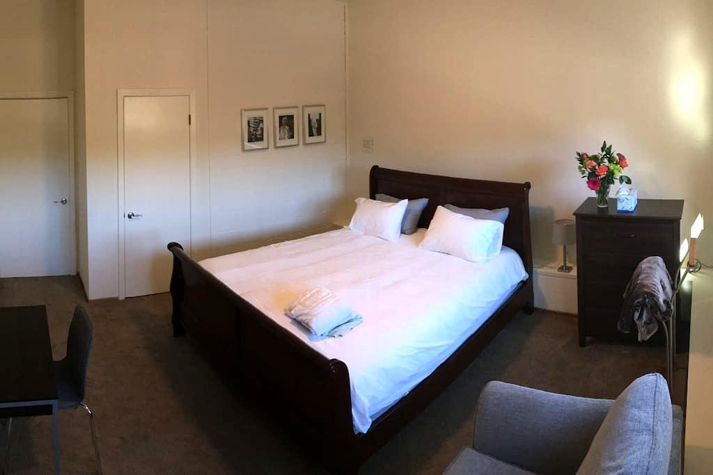 Quiet, Private Room & Bathroom - Belmont - House