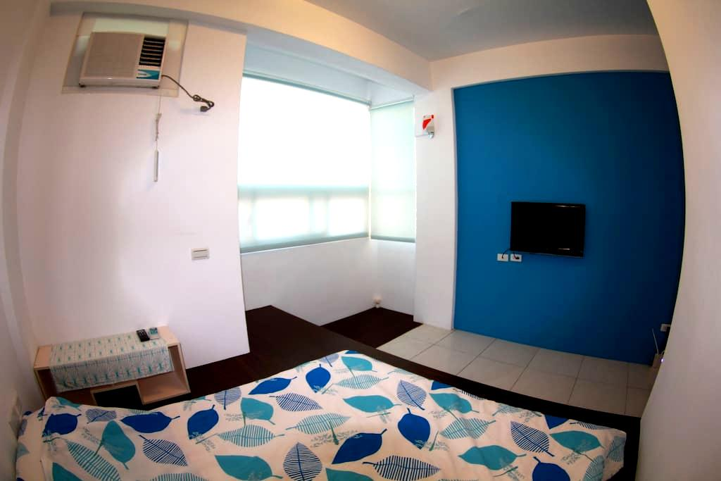 Crazy Diver Hostel-Double Room - Hengchun - Bed & Breakfast