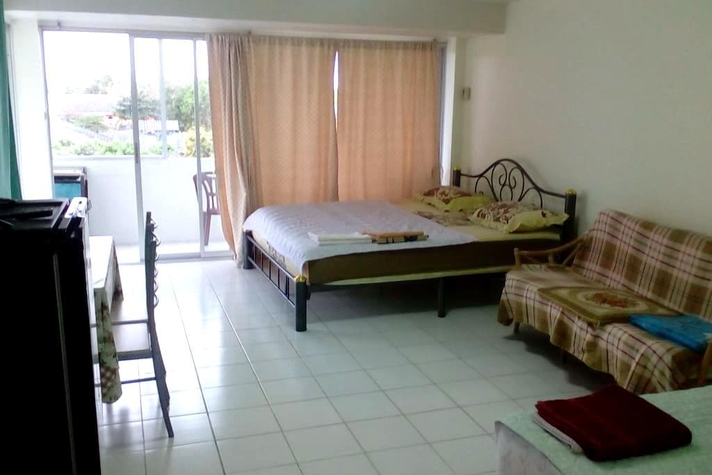 Apartment Front Beach Big Terrace with Pool View. - Rayong - Apartment