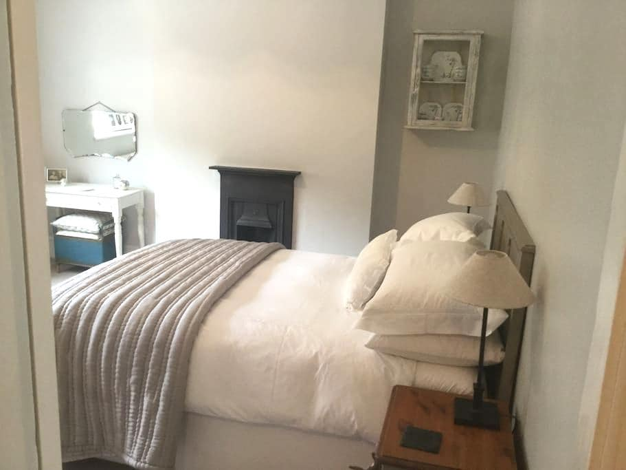 Beautiful room in heart of Mumbles. - The Mumbles - Casa