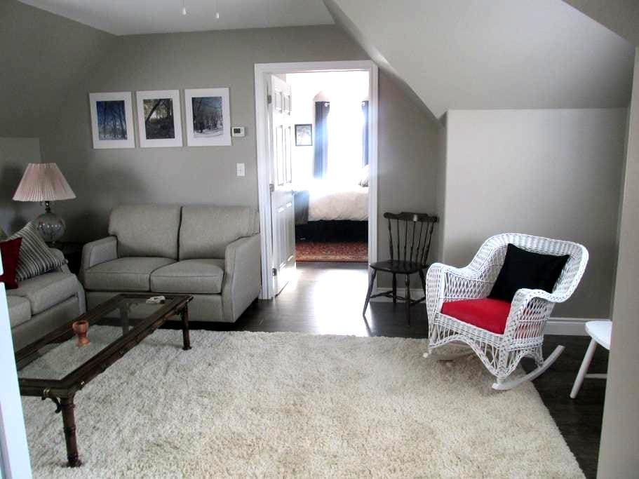 Entire 1 bedroom apt. with kitchen & private enter - Chatham-Kent - Apartament
