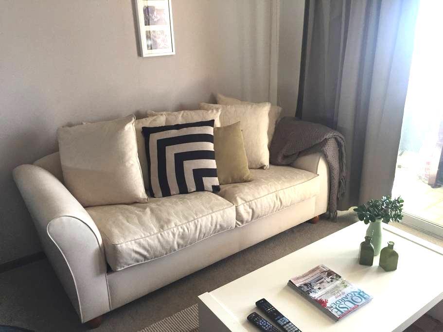 Quiet and comfortable beach pad - Scarborough - Apartment