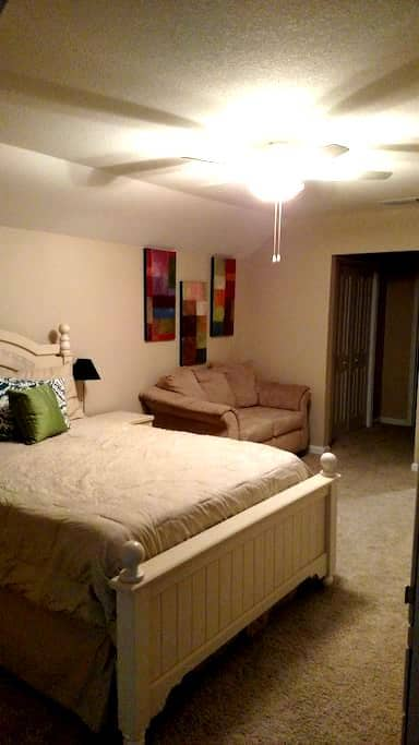 Full Guest Suite in Private Level! - Gainesville - Hus