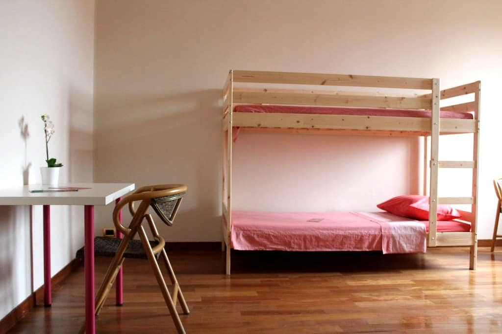 From Your Bed To The Historic Centre:4 Metro Stops - Milan - Appartement