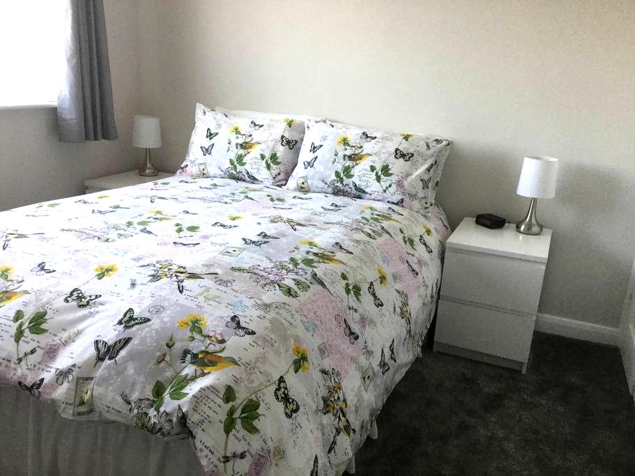 Newly decorated ,quiet airy room! - Melton Mowbray - Hus