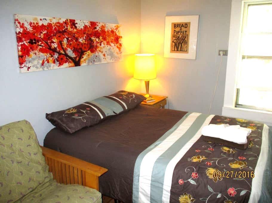 Small Cozy Room Minutes to Burlington - Winooski - Daire