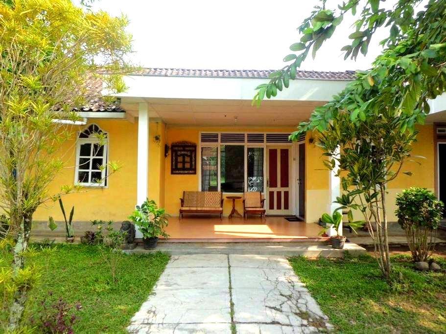 Efata Homestay - Borobudur - Bed & Breakfast