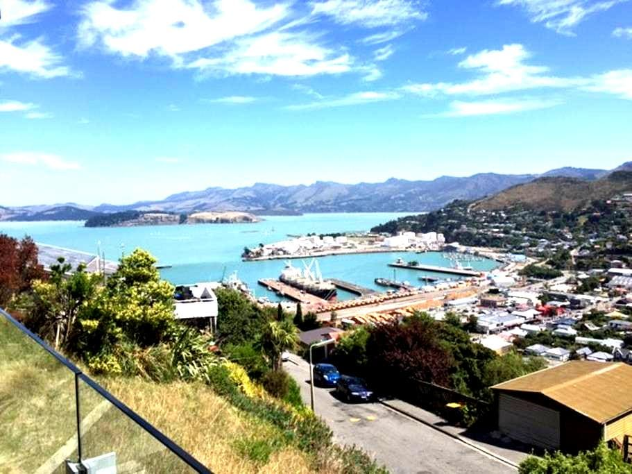Sun drenched harbour views. - Lyttelton - House