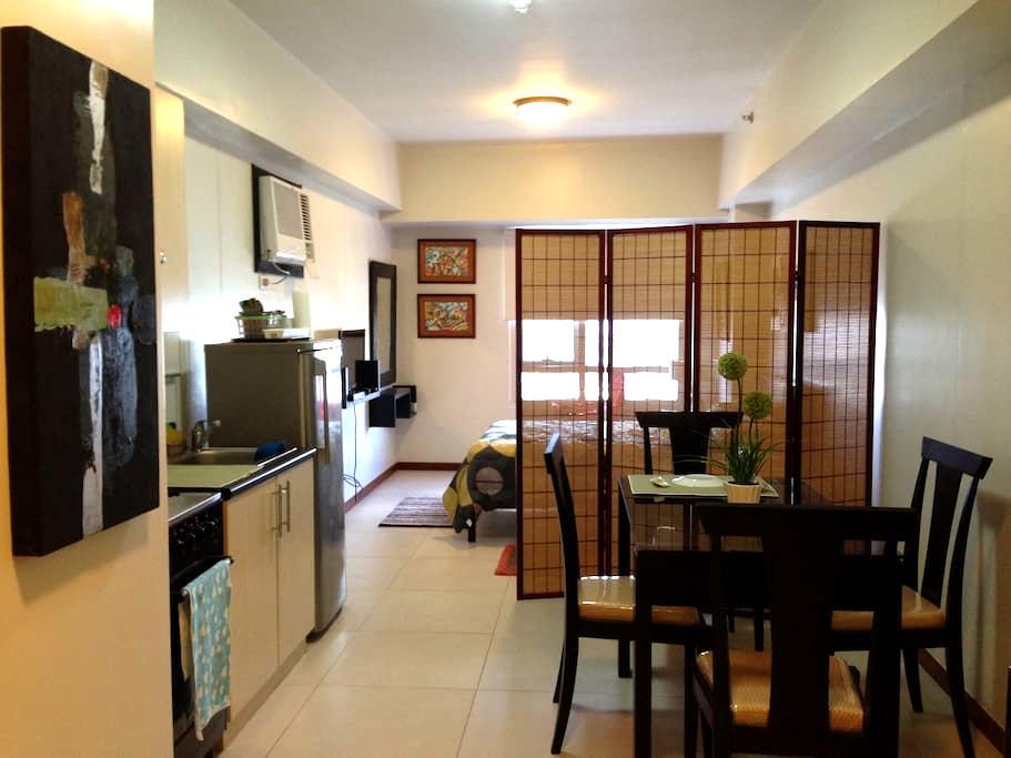 Upscale studio unit near Greenbelt - Makati City - Apartment