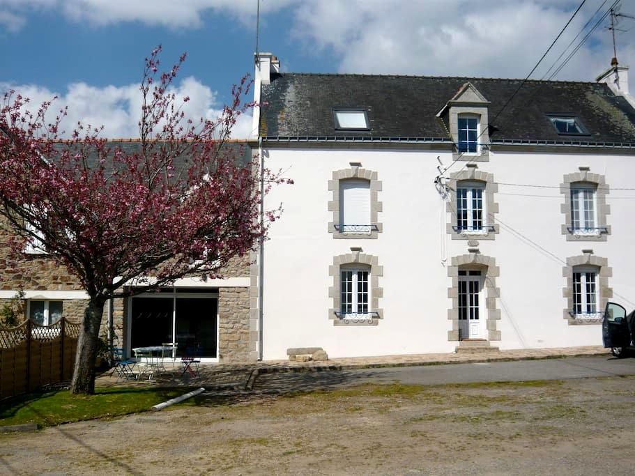 Maison de ferme / Large farmhouse - Kervignac - House