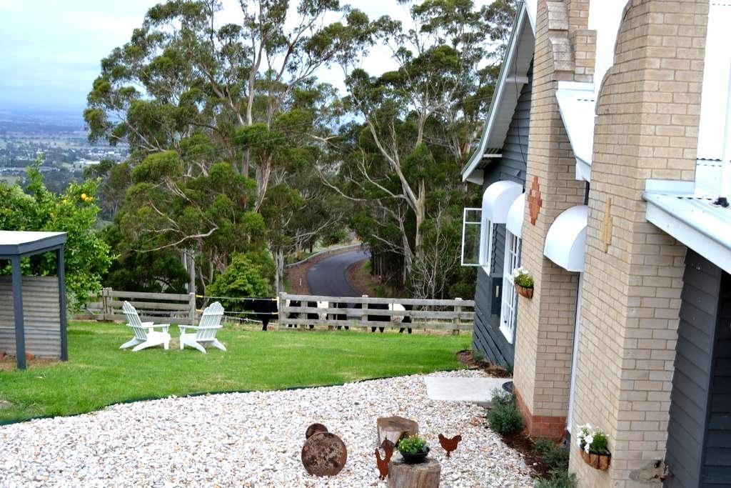 Clifden Cottage Farmstay - Yarragon - Huis