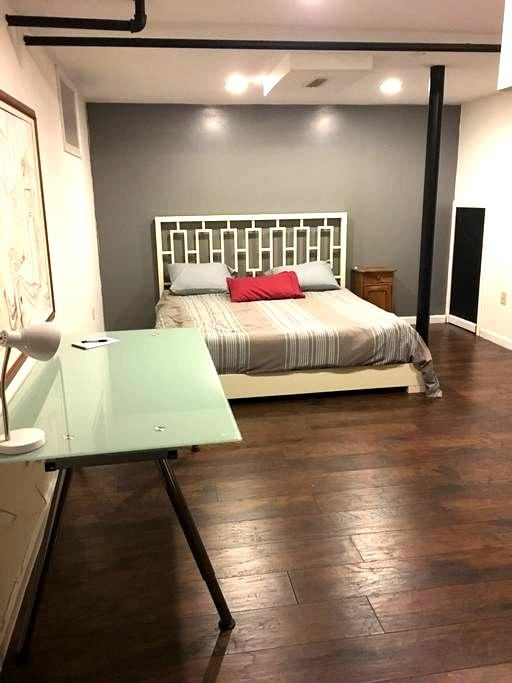 private basement studio near BU - บรุกไลน์ - บ้าน