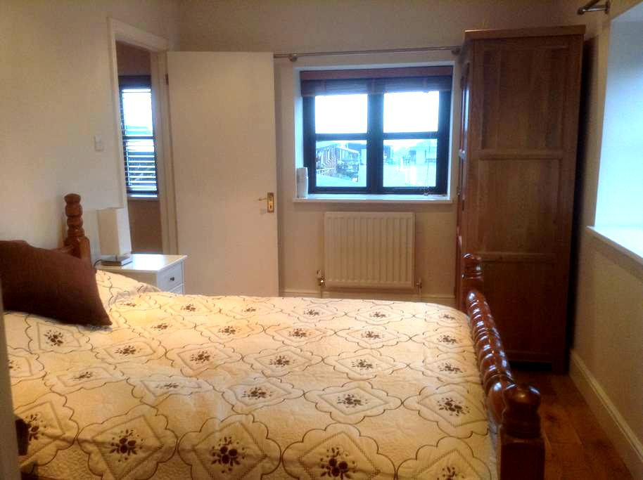 Double bedroom in Affricks Barn - Little Kingshill - Huis