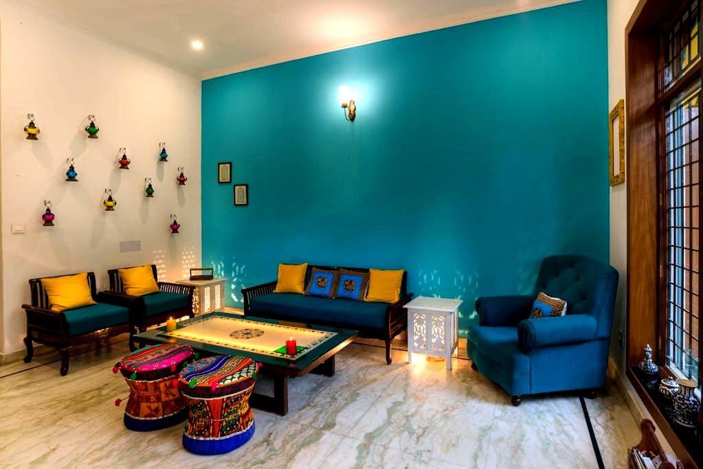 Live at 5 Minutes walking Distance from Taj - Agra - Apartment