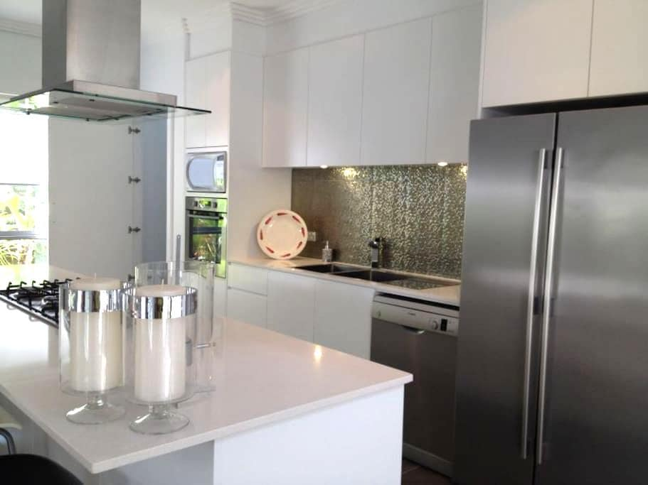 Modern Brand New 5BD house Near Beach - Chifley - House