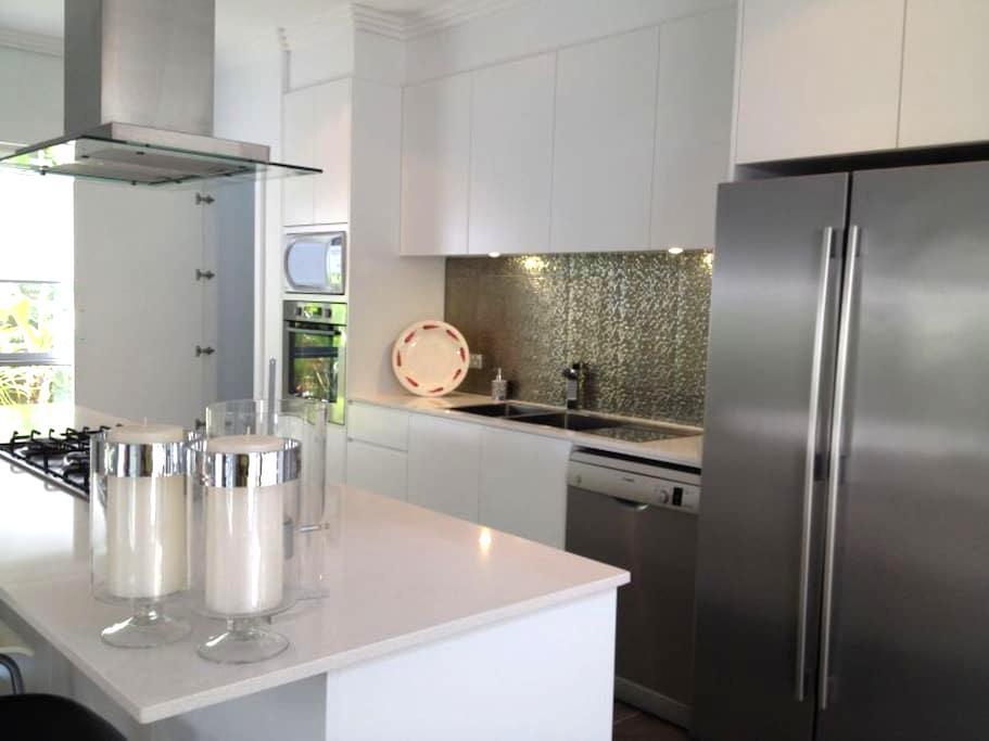 Modern Brand New 5BD house Near Beach - Chifley - Hus