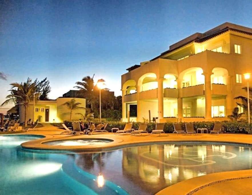Amazing Ocean Front condo with 4 bedrooms - Playa del Carmen - Apartment