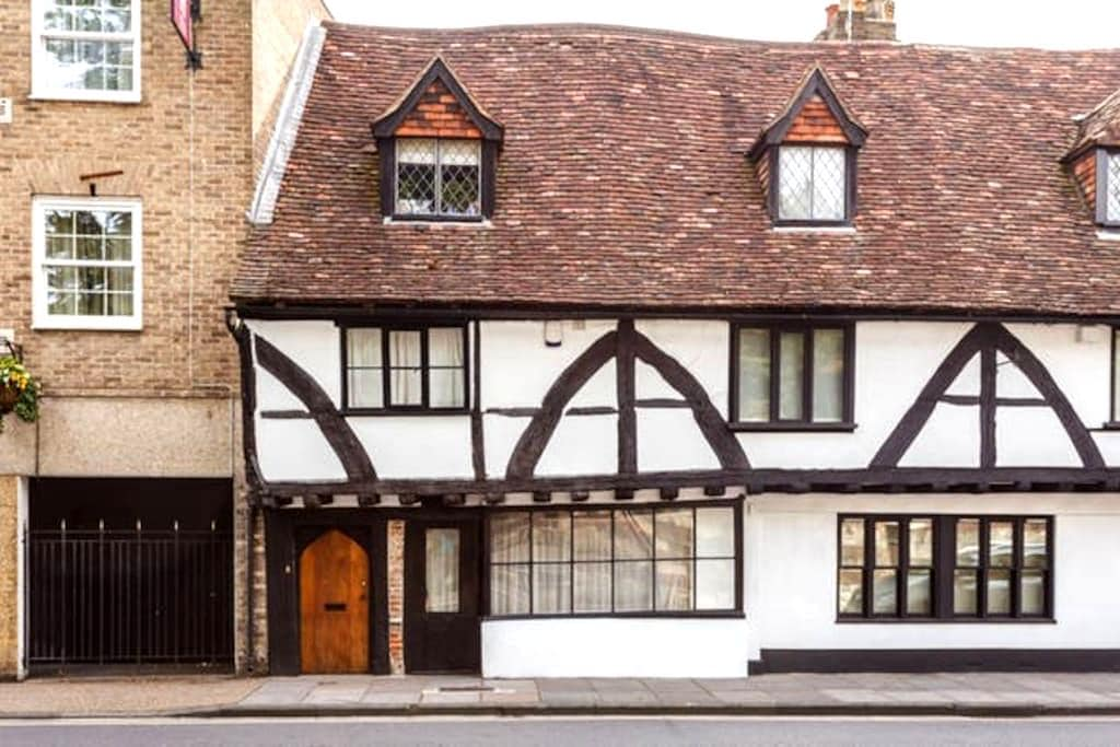 Four Poster Bedroom 15C Town House - Salisbury - House
