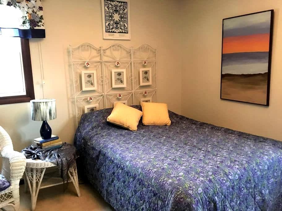 Cooperstown-2 bedrooms w priv bath - Cooperstown