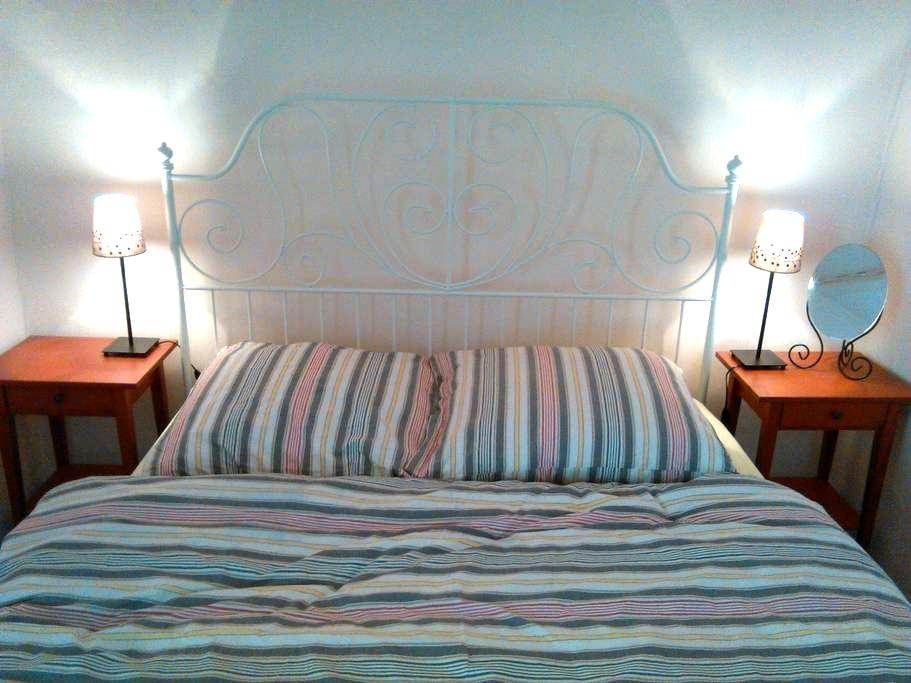 Romantic room over old café bakery - Strehla - Bed & Breakfast
