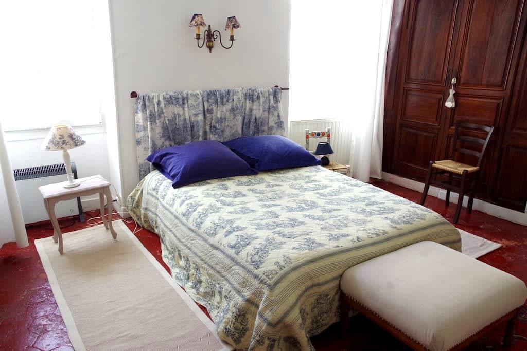 Une vaste chambre au cœur du bourg - Saulieu - Huis