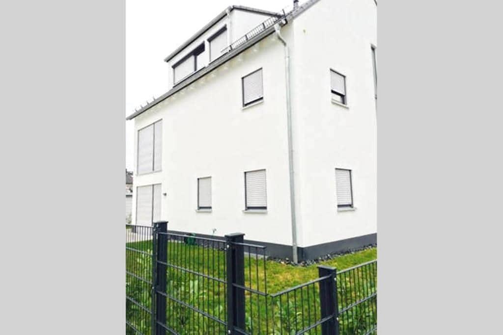 Private room, close to city/fair and airport - Dreieich - House