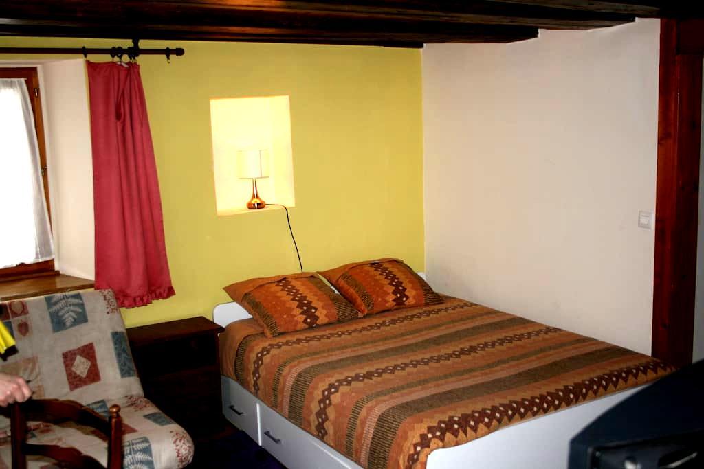 Appartement F1 meuble  independant pour vacances - Urbès - アパート