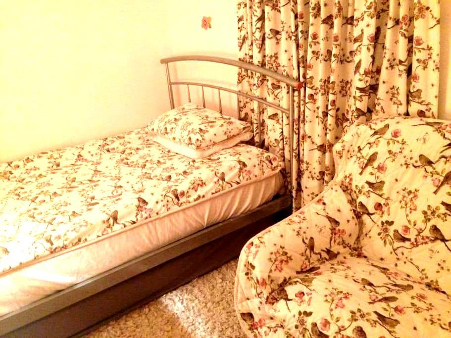 Room with double bed, sofa and desk - no frills. - Oxford