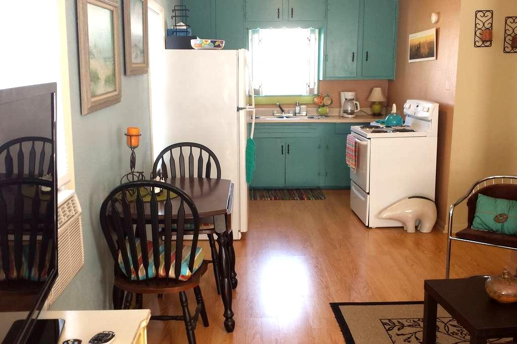 Garage Apt near Strand area & UTMB - Galveston - Apartment