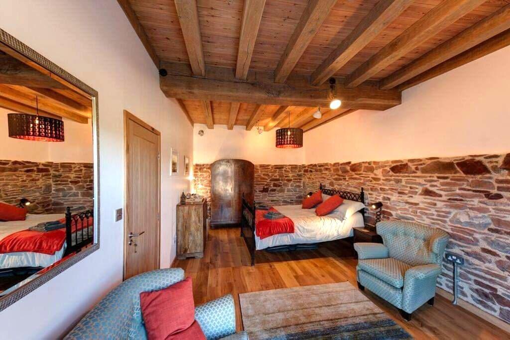 Cosy room in 16th century restored tidal mill - Millbrook - Bed & Breakfast