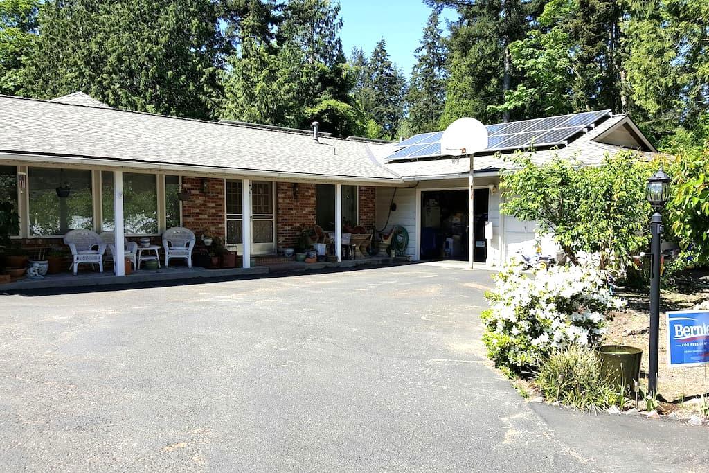 2.  One bedroom, one bath in Kirkland Washington - Kirkland