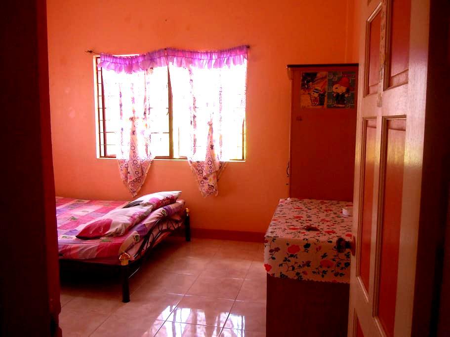 Cheap, Clean, comfortable room - Cordova - Bed & Breakfast