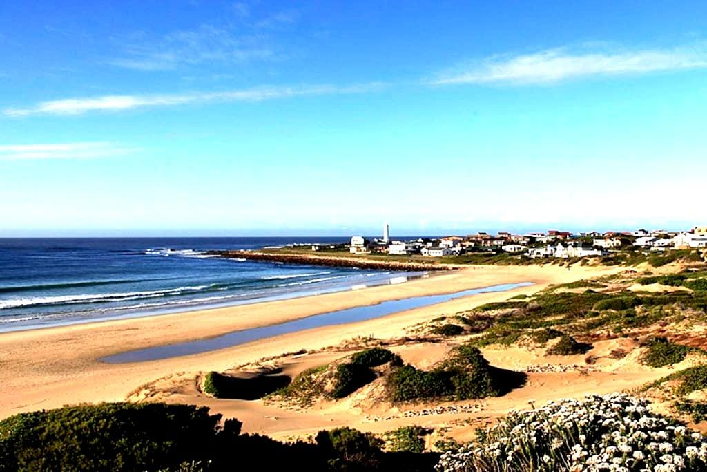 Beach house with great view; right on the beach. - Cape Saint Francis