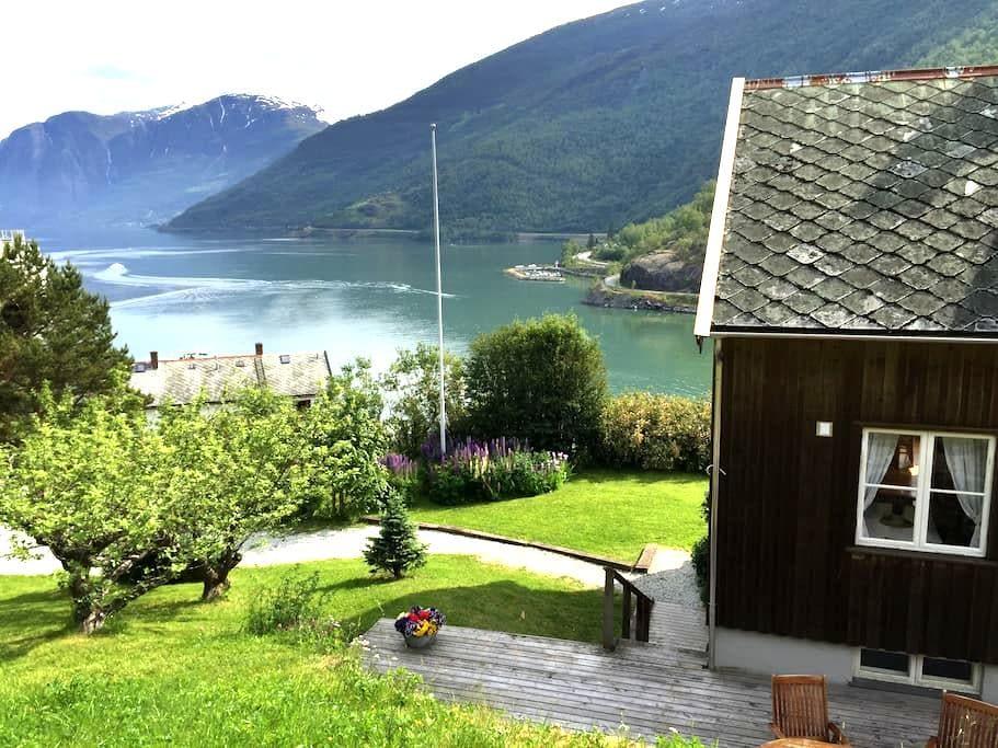 Bergtun Holiday House - Flåm - Aurland - Casa