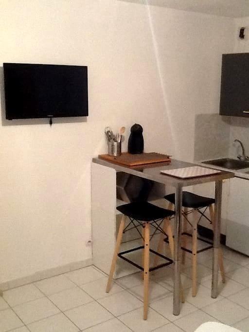 Studio centre historique - Nîmes - Daire